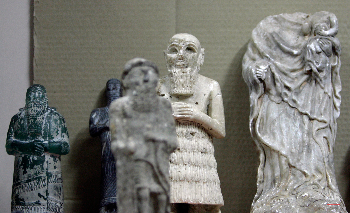 Recovered antiquities are displayed at the Iraqi National Museum in Baghdad, Iraq on Sunday, April 27, 2008. The Iraqi National Museum has welcomed home 701 artifacts that were stolen during looting after Saddam Hussein's ouster in 2003. Syrian authorities have turned over items ranging from golden necklaces to clay pots that were seized by traffickers in the neighboring country. (AP Photo/Khalid Mohammed)