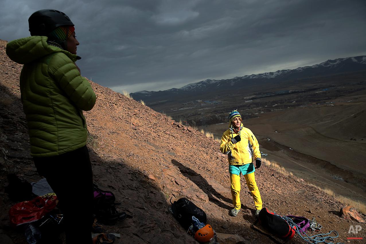 Mideast Iran Female Rock Climber Photo Gallery