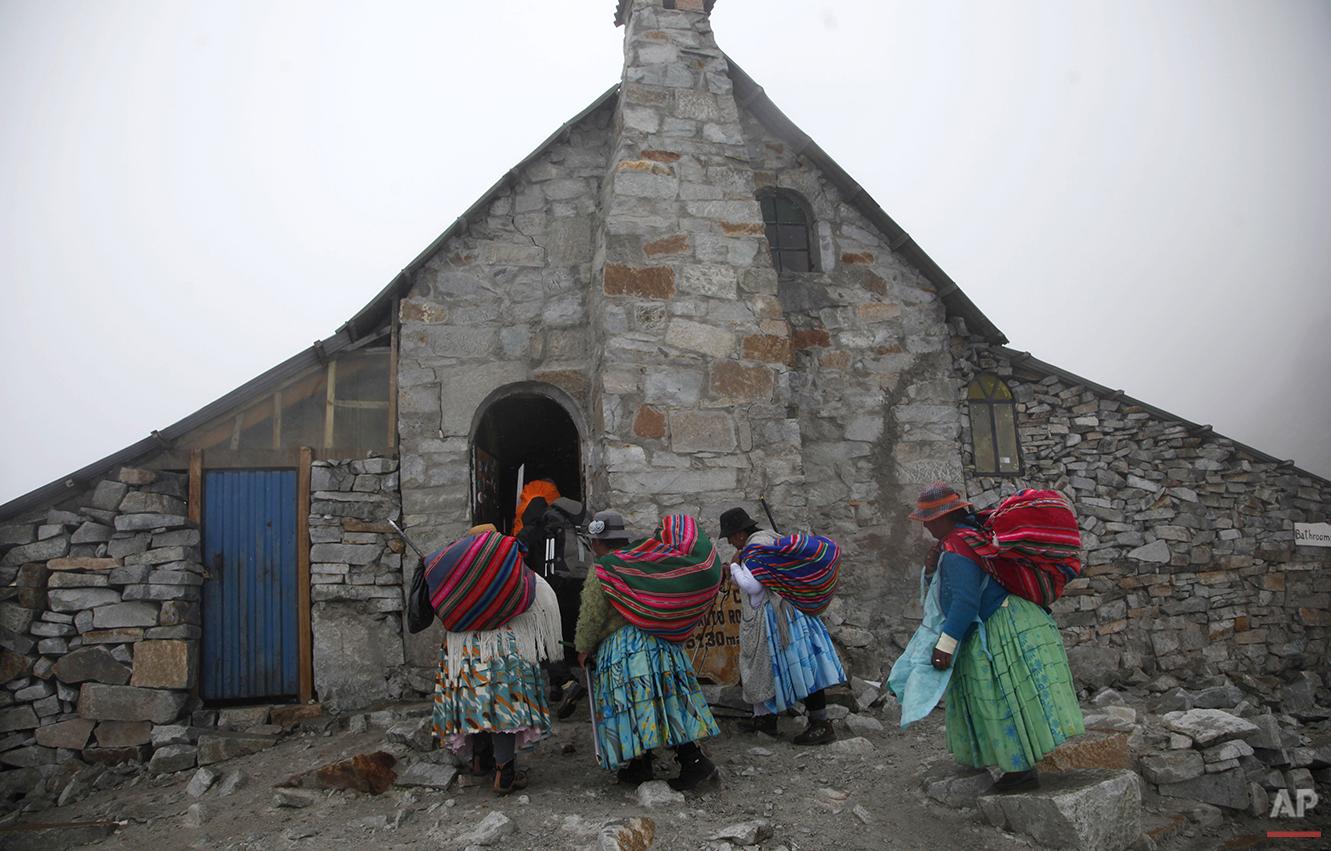 Bolivia Cholita Mountain Climbers Photo Gallery