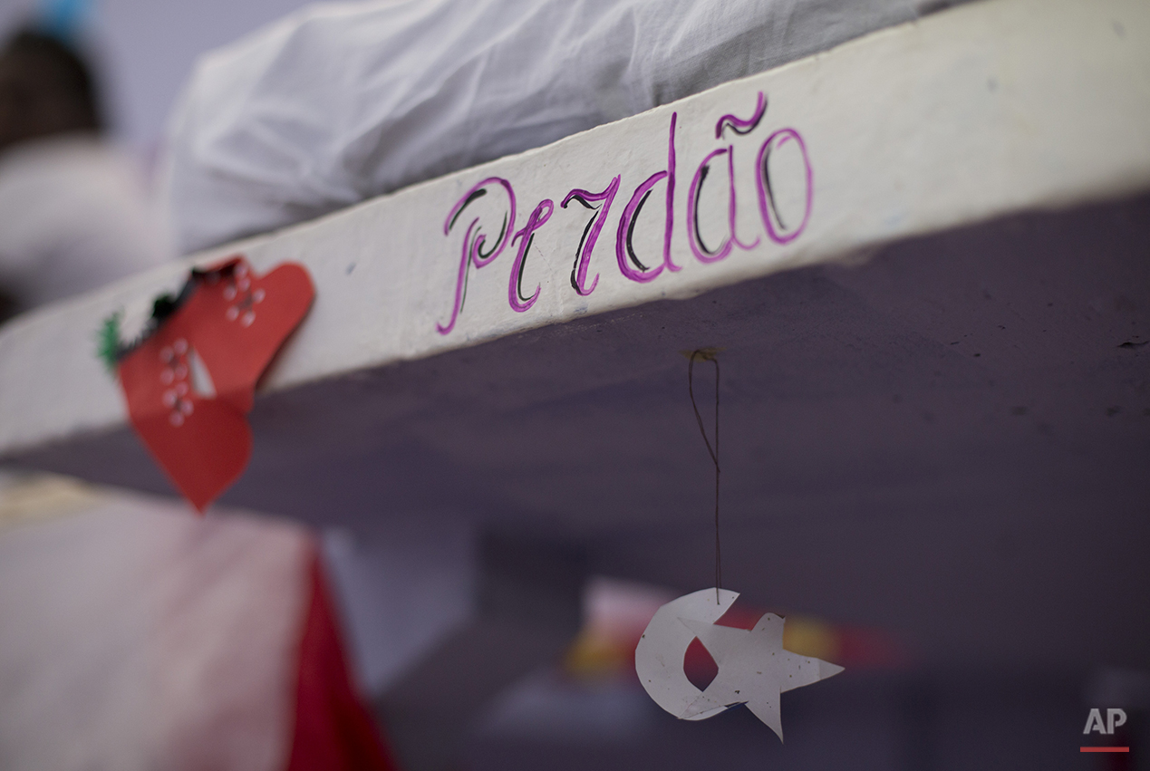 """The word """"Sorry"""" is written in Portuguese on a bunk bed at the Nelson Hungria prison in Rio de Janeiro, Brazil, Thursday, Dec. 10, 2015. Brazil is notorious for its woeful prisons, which have long been blasted by human rights groups for rampant overcrowding and inhumane conditions. Prison riots break out regularly. (AP Photo/Silvia Izquierdo)"""