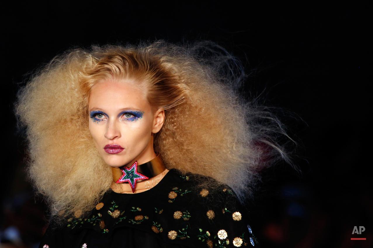 APTOPIX Paris Fashion Manish Arora