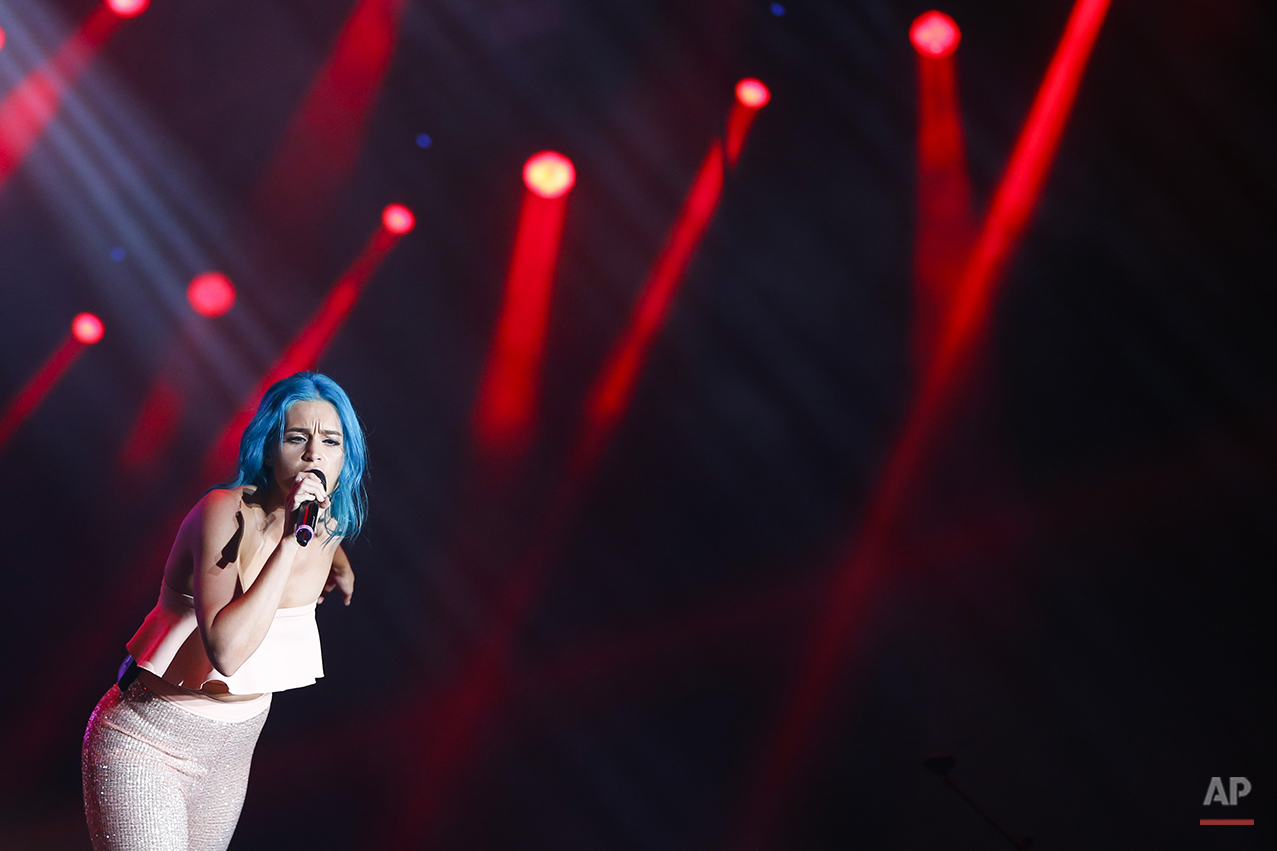 Amy Sheppard of the Australian band Sheppard performs at the Rock in Rio music festival in Rio de Janeiro, Brazil, Saturday, Sept. 26, 2015. (AP Photo/Felipe Dana)