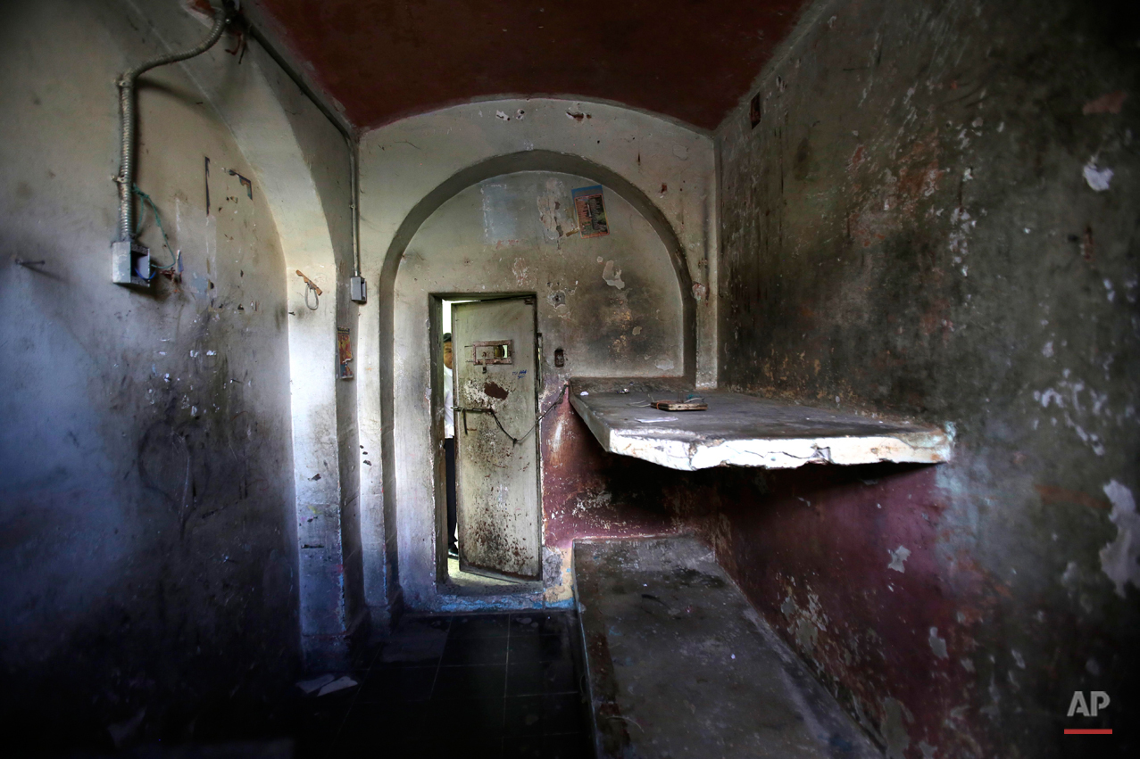 Ecuador Abandoned Prison Photo Essay