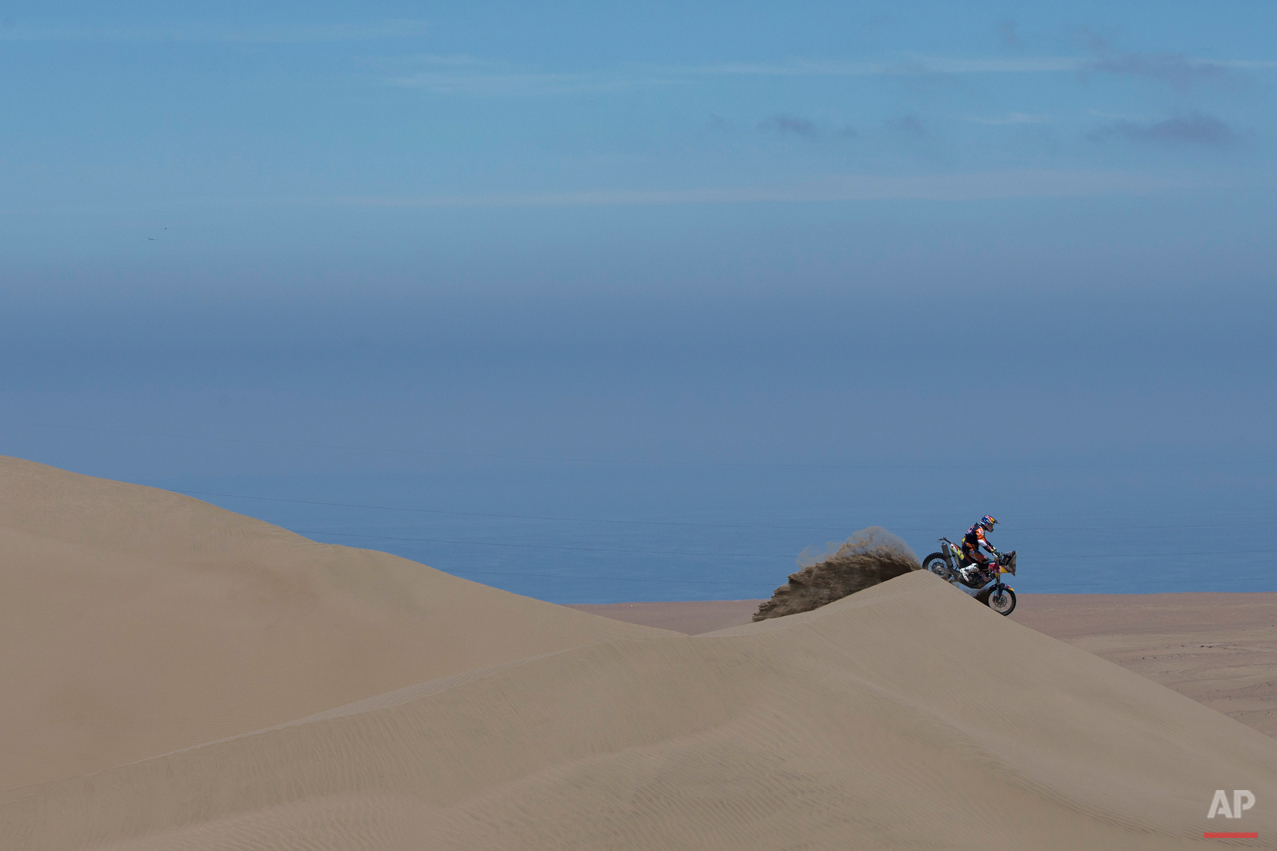 KTM rider Marc Coma of Spain races during the sixth stage of the Dakar Rally 2015 between the cities of Antofagasta and Iquique, Chile, Friday, Jan. 9, 2015. The race will finish on Jan. 17, passing through Bolivia and Chile before returning to Argentina where it started. (AP Photo/Felipe Dana)