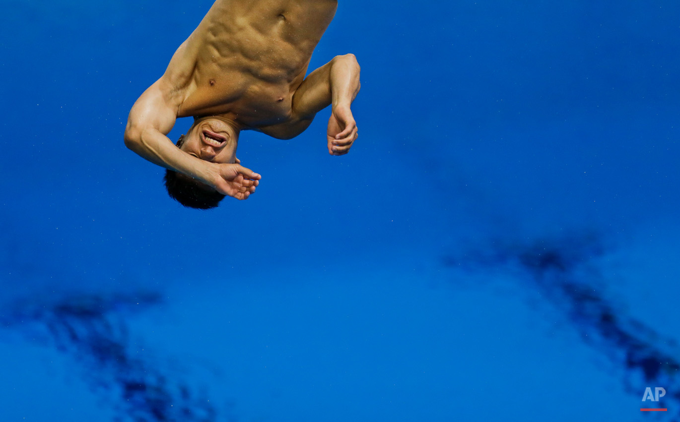 Mexican diver Daniel Islas Arroyo trains at the 2012 Summer Olympics, Sunday, July 22, 2012, in London. The opening ceremonies of the Olympic Games are scheduled for Friday, July 27. (AP Photo/Ben Curtis)