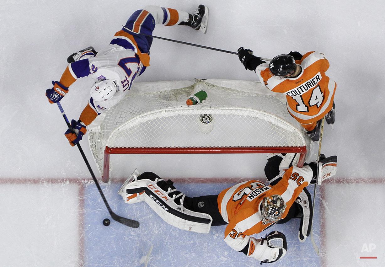 APTOPIX Islanders Flyers Hockey