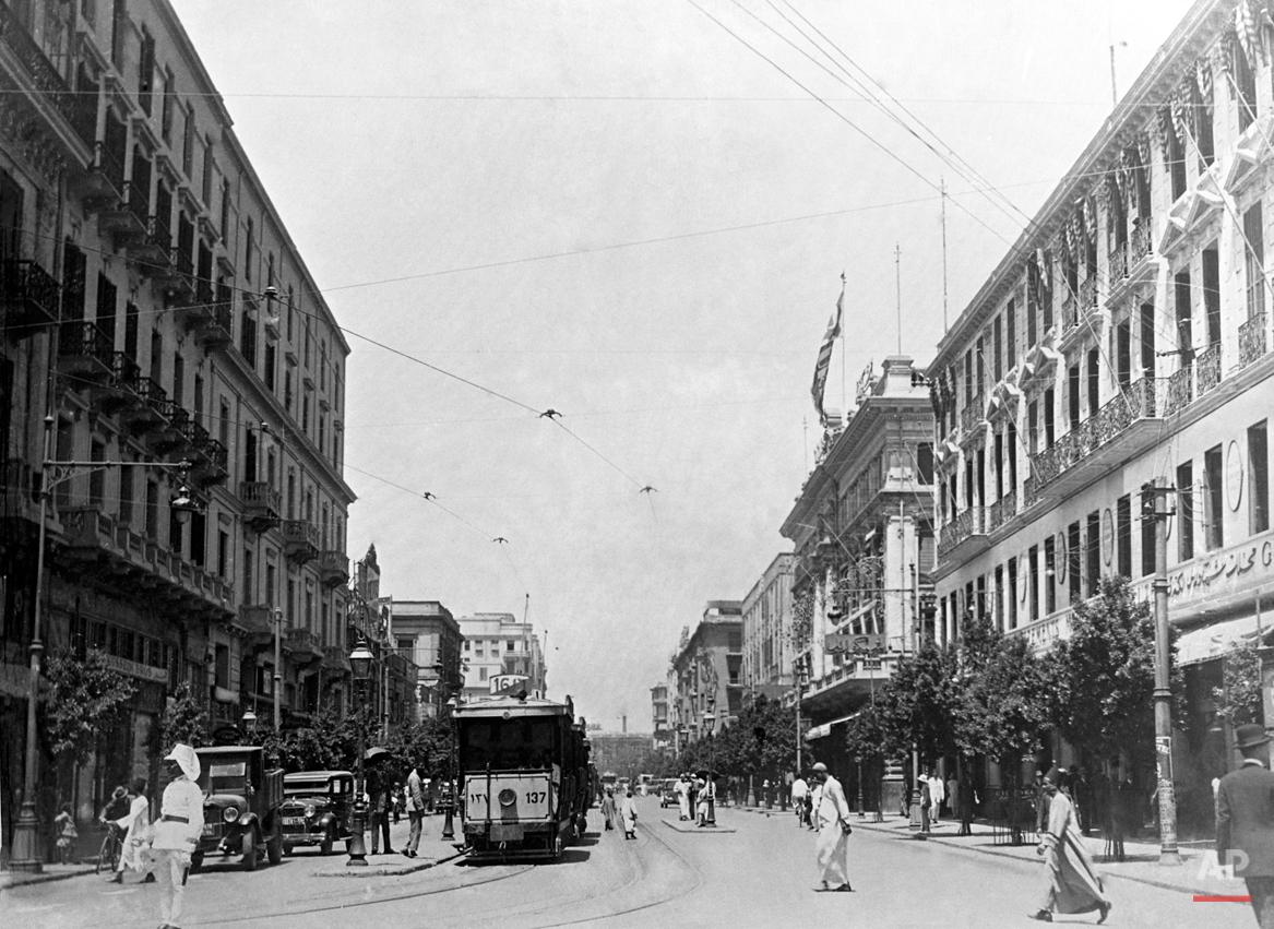 A street scene in Cairo, Egypt, in 1935. (AP Photo/Begy)
