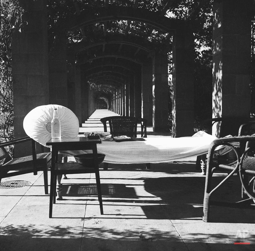 Gandhi in garden of Birla Mansion