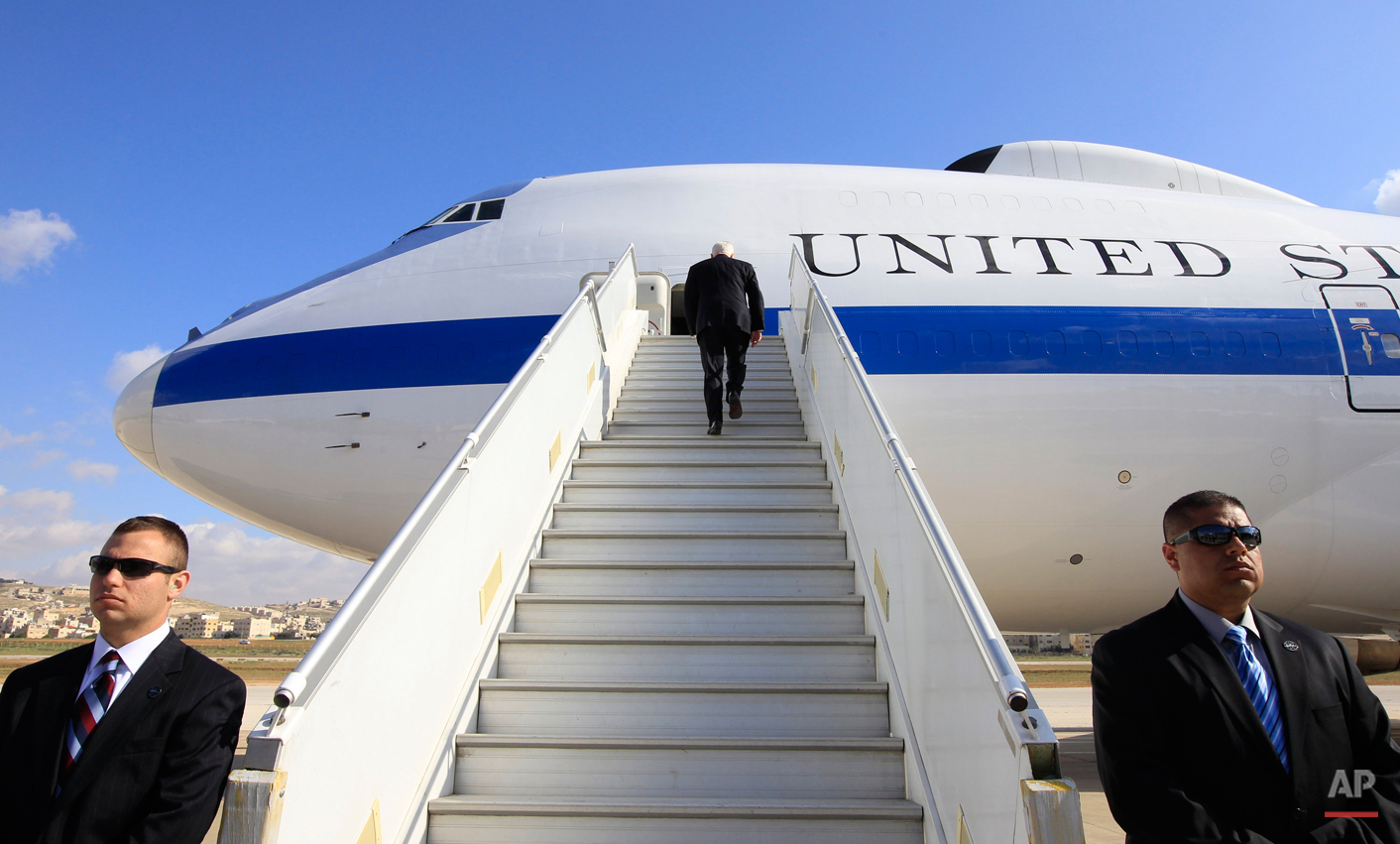 Defense Secretary Robert Gates boards his military aircraft in Amman, Jordan, Friday, March 25, 2011, after a private meeting with Jordan's King Abdullah II. (AP Photo/Charles Dharapak, Pool)