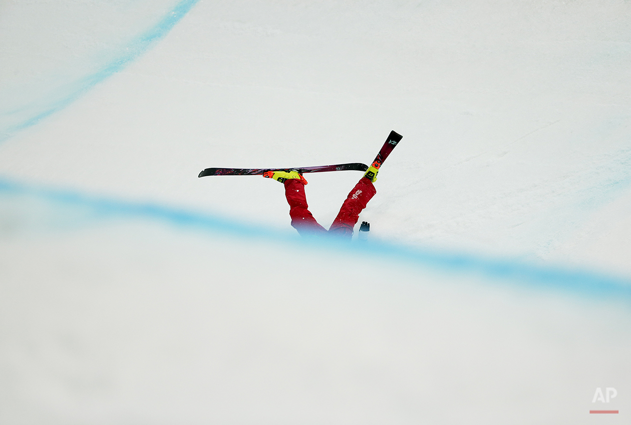Brita Sigourney of the United States falls during women's ski halfpipe final at the Rosa Khutor Extreme Park, at the 2014 Winter Olympics, Thursday, Feb. 20, 2014, in Krasnaya Polyana, Russia. (AP Photo/Andy Wong)