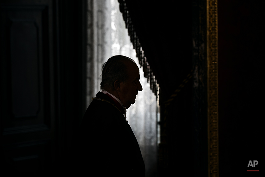 Spanish King Juan Carlos enters the room during a welcome ceremony before a gala dinner for Mexico's President Enrique Pena Nieto, at the Royal Palace, near Madrid, Monday June 9, 2014. King Juan Carlos plans to abdicate and pave the way for his son, Crown Prince Felipe, to become the country's next king. (AP Photo/Daniel Ochoa de Olza, pool)
