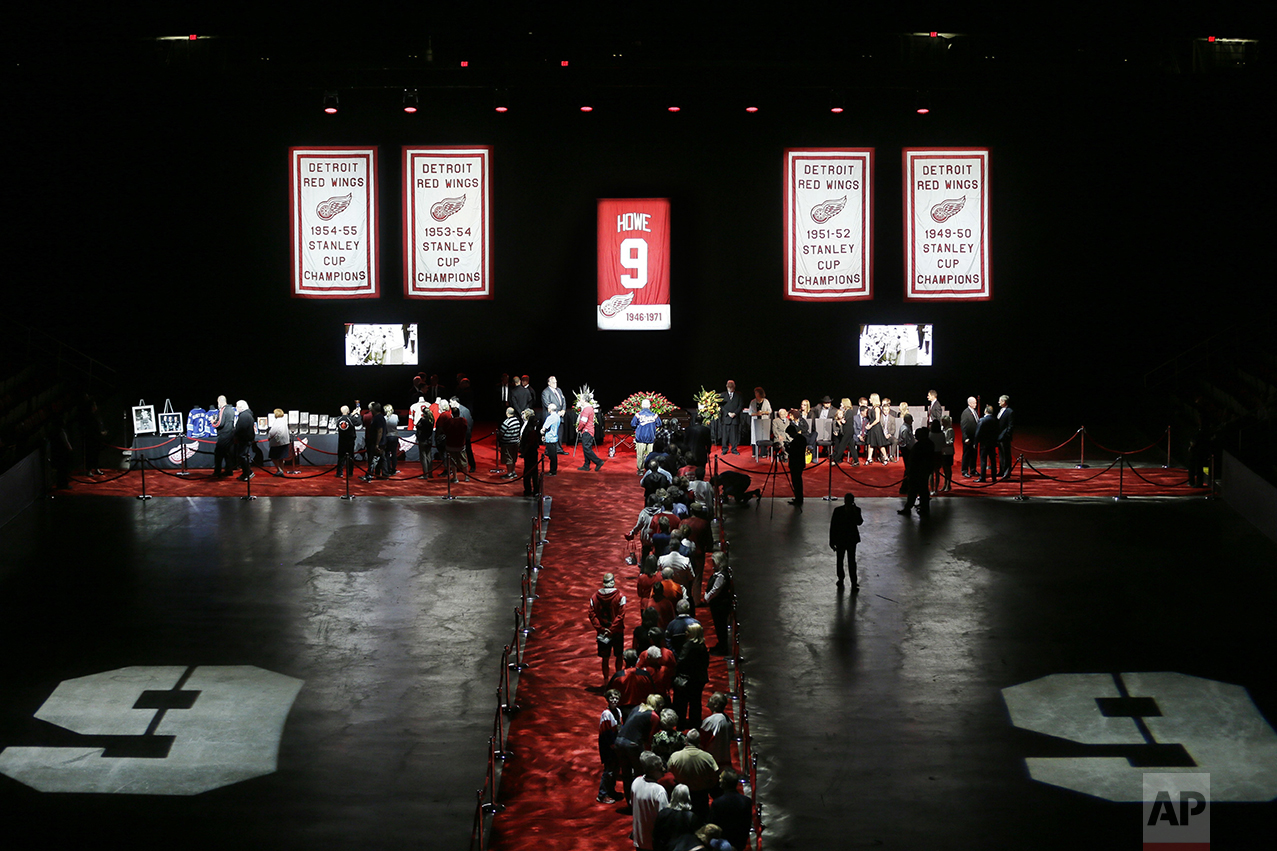 Fans line up to pay their respects to Gordie Howe, the man known as Mr. Hockey, at Joe Louis Arena, the home of the Detroit Red Wings NHL team, his team for much of his Hall of Fame career, on June 14, 2016, in Detroit. (AP Photo/Carlos Osorio, Pool)