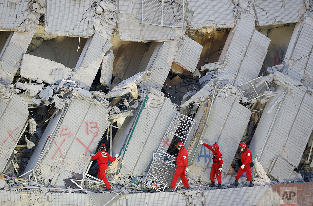 Emergency rescuers continue to search for missing in a collapsed building from an earthquake in Tainan, Taiwan, Sunday, Feb. 7, 2016.  (AP Photo/Wally Santana)