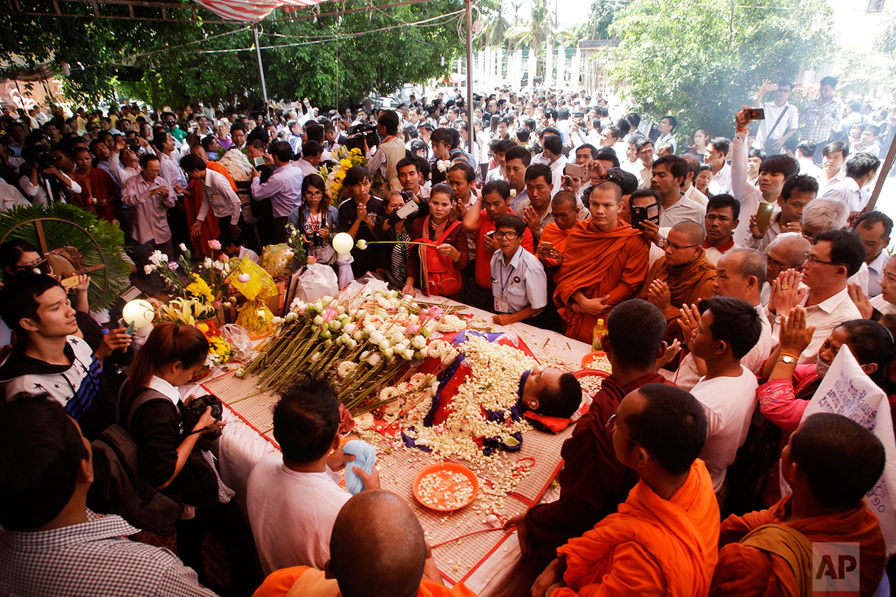 Mourners pay their respect to Cambodian government critic Kem Ley during his funeral in Phnom Penh, Cambodia, Monday, July 11, 2016. (AP Photo/Heng Sinith)