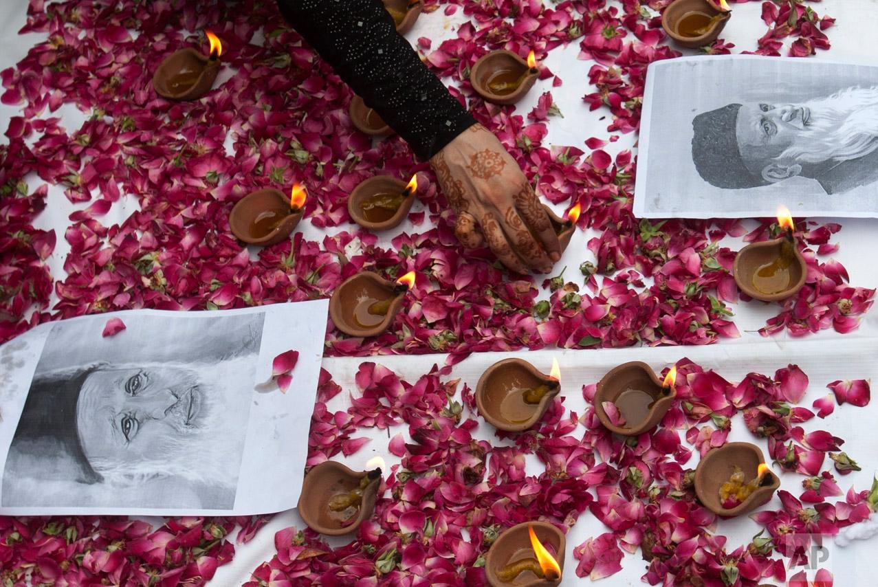 A Pakistani lights lamps in tribute to Pakistan's renowned social worker and legendary philanthropist, Abdul Sattar Edhi, in Karachi, Pakistan on July 12, 2016. (AP Photo/Shakil Adil)