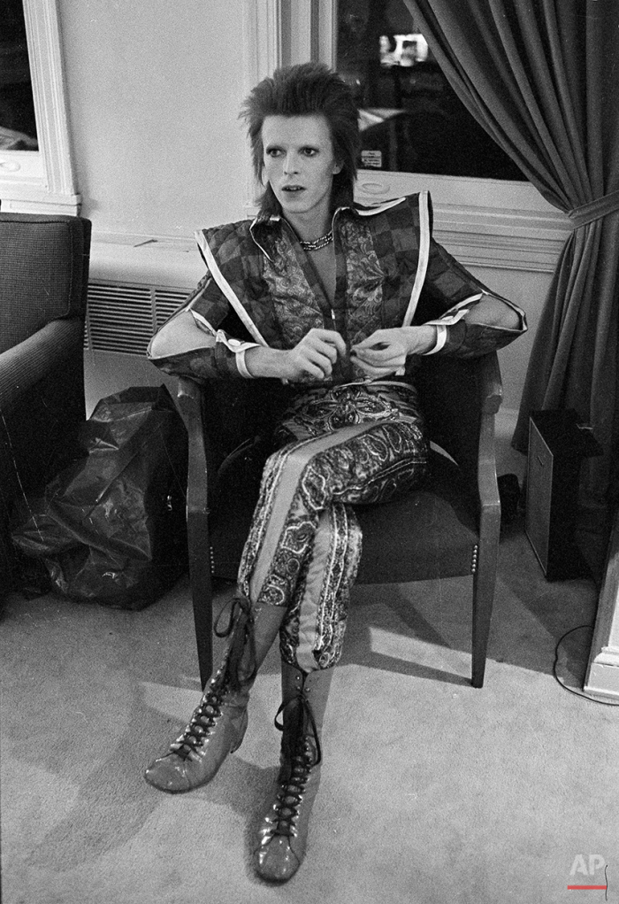 This is a Dec. 1, 1972 photo of David Bowie in his Ziggy Stardust period pictured in Philadelphia. (AP Photo/ Brian Horton)