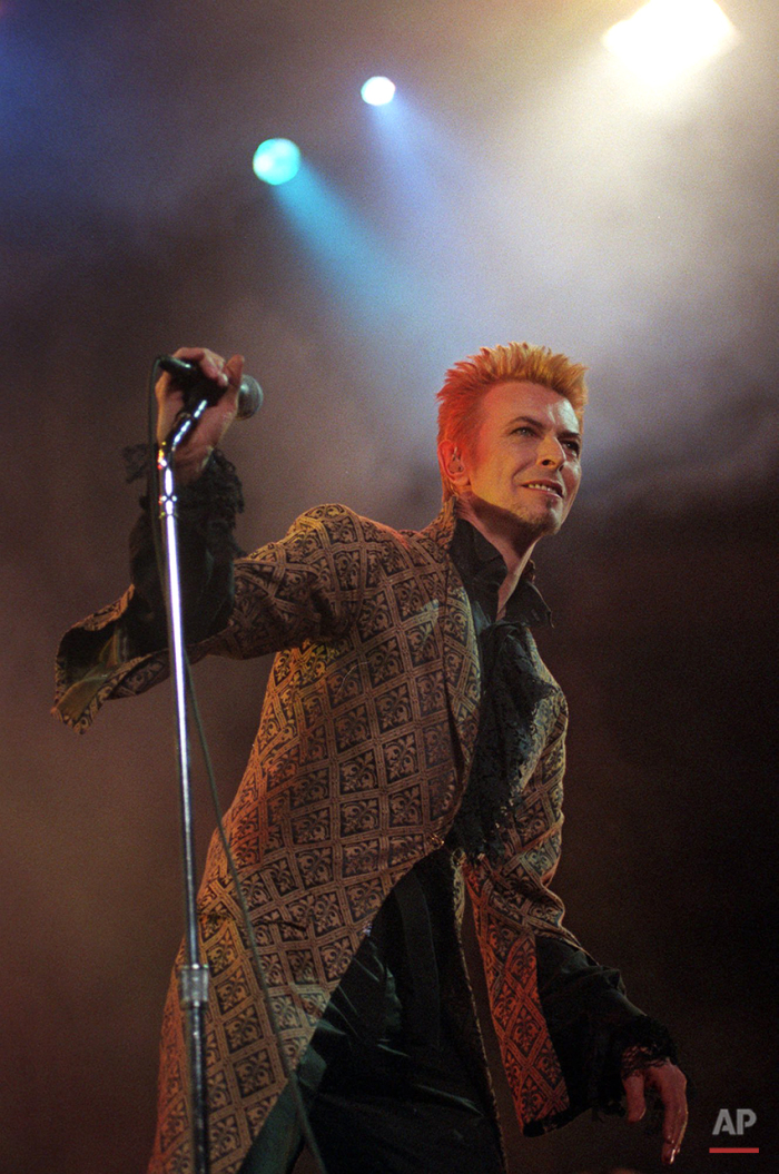 Entertainer David Bowie performs during a concert celebrating his 50th birthday, Thursday, Jan. 9, 1997, at Madison Square Garden in New York. (AP Photo/Ron Frehm)