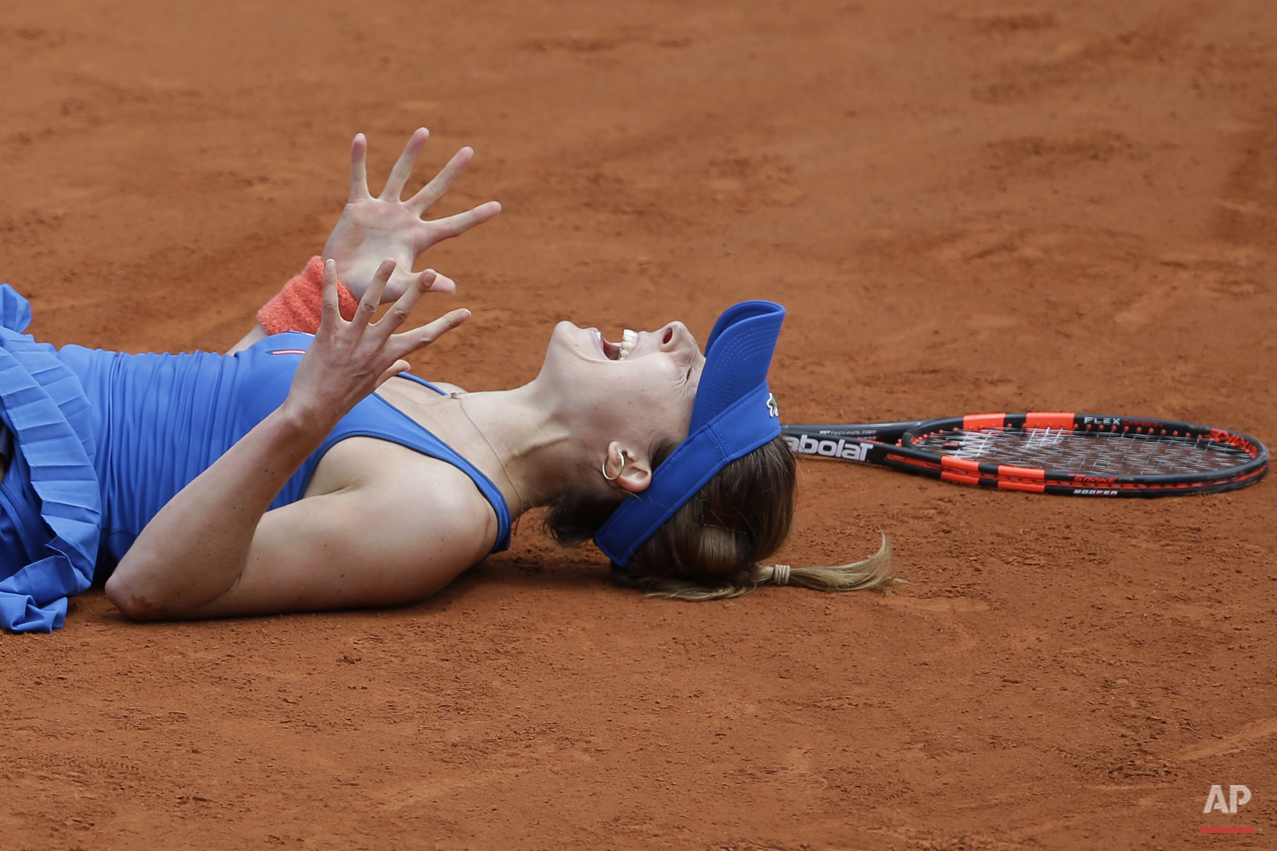 France's Alize Cornet celebrates winning her third round match of the French Open tennis tournament against Croatia's Mirjana Lucic-Baroni in three sets 4-6, 6-3, 7-5, at the Roland Garros stadium, in Paris, France, Friday, May 29, 2015. (AP Photo/Thibault Camus)