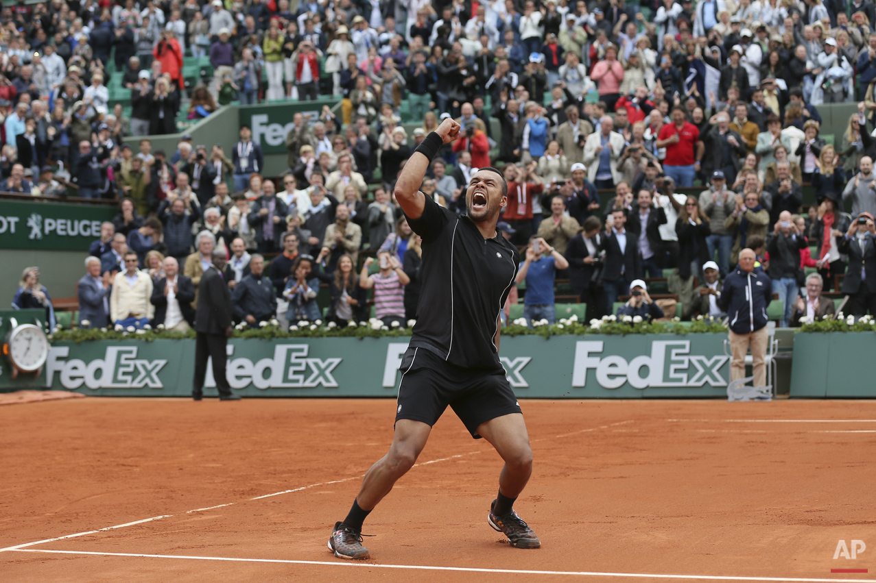 France's Jo-Wilfried Tsonga celebrates wining his fourth round match of the French Open tennis tournament against Tomas Berdych of the Czech Republic in four sets 6-3, 6-2, 6-7, 6-3, at the Roland Garros stadium, in Paris, France, Sunday, May 31, 2015. (AP Photo/David Vincent)