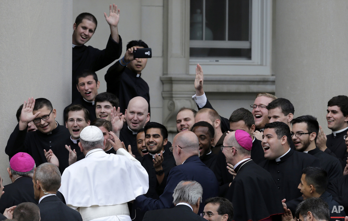 Pope Francis is greeted by seminarians as he arrives at St. Charles Borromeo Seminary Saturday, Sept. 26, 2015, in Wynnewood, Pa. (AP Photo/Mel Evans)