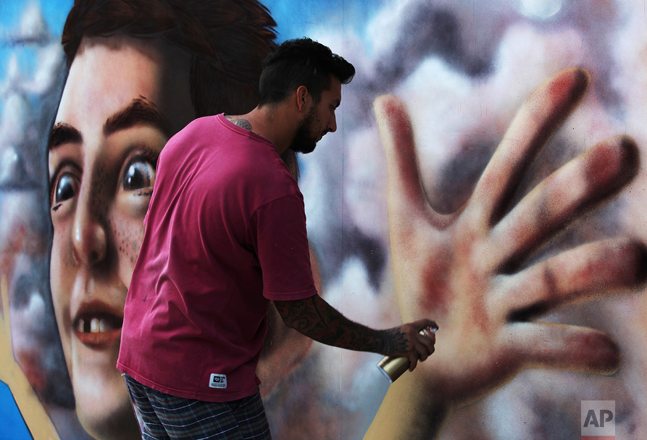Andres Petroselli, an artist from Santa Fe, Argentina, works on a 3-D picture in Dubai, United Arab Emirates, Monday, Feb. 27, 2017. Artists who focus on 3-D pictures have gathered in Dubai for the Dubai Canvas 3-D Art Festival, which runs from March 1 through March 7. (AP Photo/Jon Gambrell)