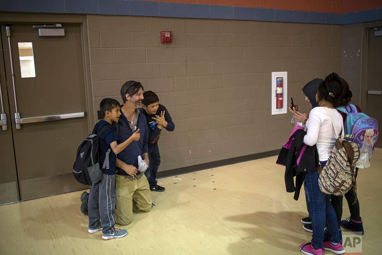 AP reporter Christopher Sherman poses for a picture with students at Columbus Elementary School, in Columbus, New Mexico, US, Friday, March 31, 2017. (AP Photo/Rodrigo Abd)