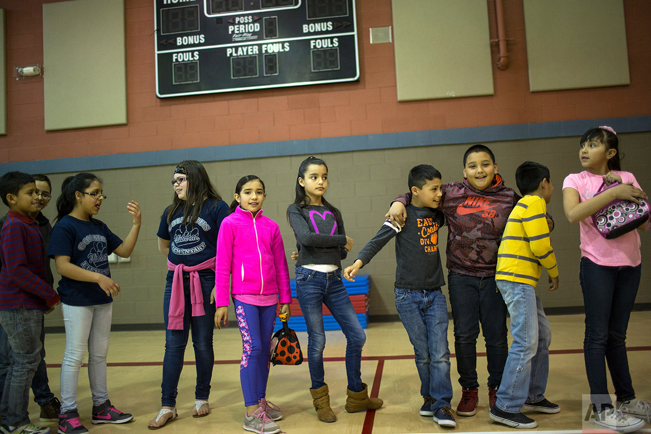 Students line up to return to their classroom  at Columbus Elementary School, in Columbus, New Mexico, US, Friday, March 31, 2017. (AP Photo/Rodrigo Abd)