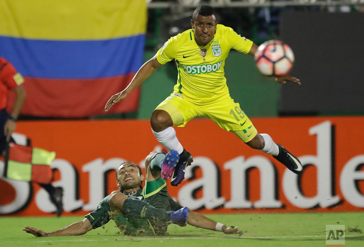 Farid Alfonso Diaz Rhenals of Colombia's Atletico Nacional, top, fights for the ball with Apodi of Brazil's Chapecoense during a Recopa Sudamericana first leg final soccer match in Chapeco, Brazil, Tuesday, April 4, 2017. (AP Photo/Andre Penner)