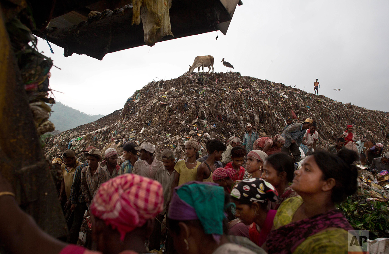 "Indian ""ragpickers"" wait to collect recyclable materials as a truck prepares to unload garbage at a dump on the outskirts of Gauhati, Assam state, India, Monday, June 5, 2017. Monday marks World Environment Day. (AP Photo/Anupam Nath)"