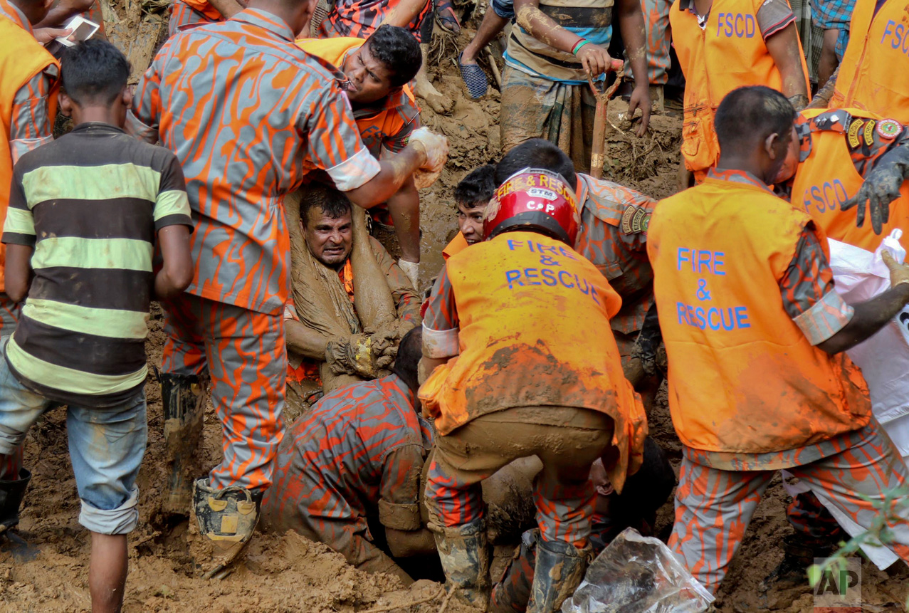 Rescuers pull out the body of a victim after the previous day's massive landslide in Rangamati district, Bangladesh, Wednesday, June 14, 2017. Rescuers struggled on Wednesday to reach villages hit by massive landslides that have killed more than a hundred while also burying roads and cutting power in southeastern Bangladesh, officials said. (AP Photo)