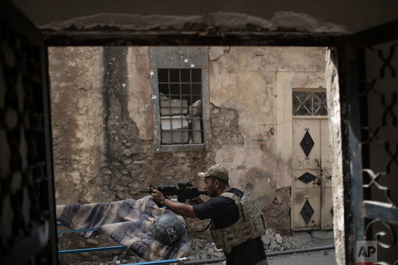 An Iraqi Special Forces soldier stands in position in an alley as Iraqi forces continue their advance against Islamic State militants in the Old City of Mosul, Iraq, Monday, July 3, 2017. (AP Photo/Felipe Dana)