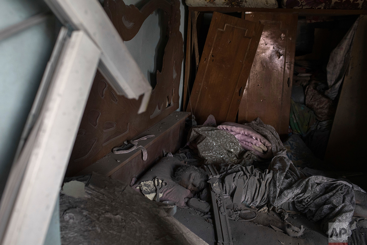 The body of an alleged Islamic State militant lays on a bed in a destroyed house during fighting in the Old City of Mosul, Iraq, Friday, June 30, 2017. (AP Photo/Felipe Dana)