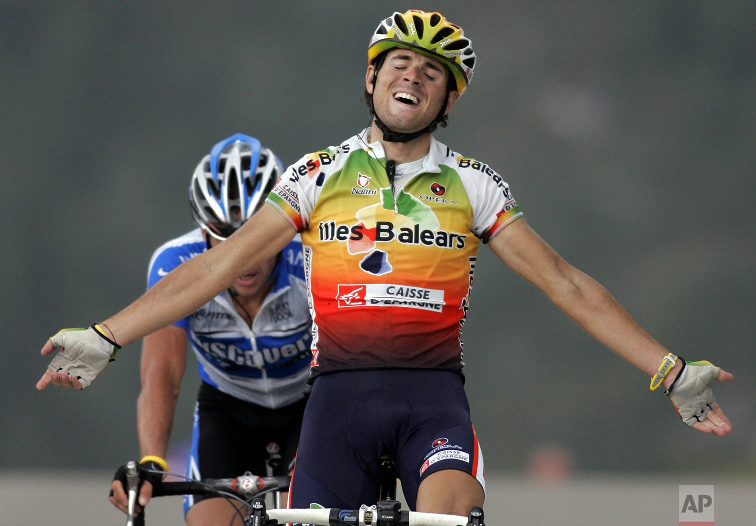 Alejandro Valverde of Spain, foreground, reacts as he crosses the finish line to win the 10th stage of the Tour de France cycling race, ahead of Lance Armstrong, of Austin, Texas, left, between Grenoble and Courchevel, French Alps, Tuesday, July 12, 2005. Armstrong took the overall lead again on Tuesday. (AP Photo/Peter Dejong)
