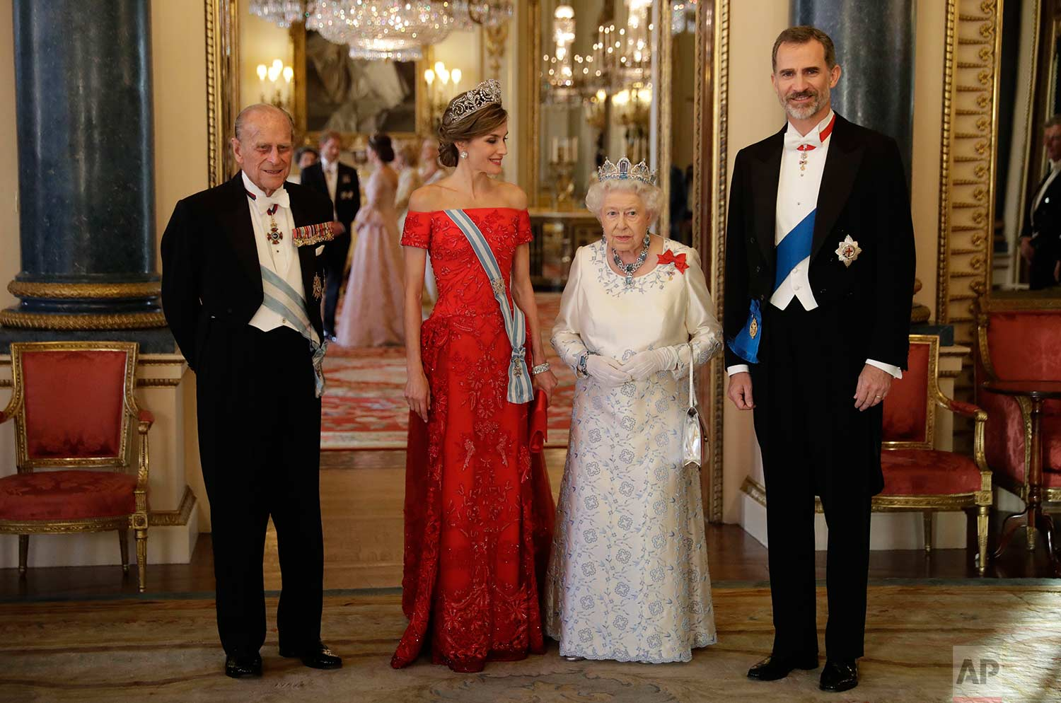 Queen Elizabeth II, her husband Prince Philip, Spain's King Felipe and his wife, Queen Letizia, pose for a group photograph before a State Banquet at Buckingham Palace in London, Wednesday, July 12, 2017. (AP Photo/Matt Dunham, Pool)