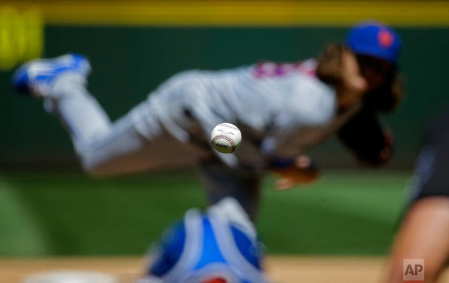 New York Mets starting pitcher Jacob deGrom pitches the ball during the fifth inning of the team's baseball game against the Seattle Mariners in Seattle on Saturday, July 29, 2017. (AP Photo/Ted S. Warren)