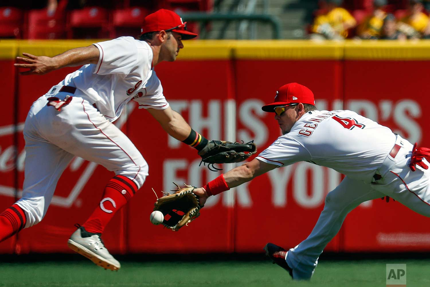 Cincinnati Reds second baseman Scooter Gennett (4) fields a single hit by Washington Nationals' Wilmer Difo in the ninth inning of a baseball game, Sunday, July 16, 2017, in Cincinnati. (AP Photo/John Minchillo)
