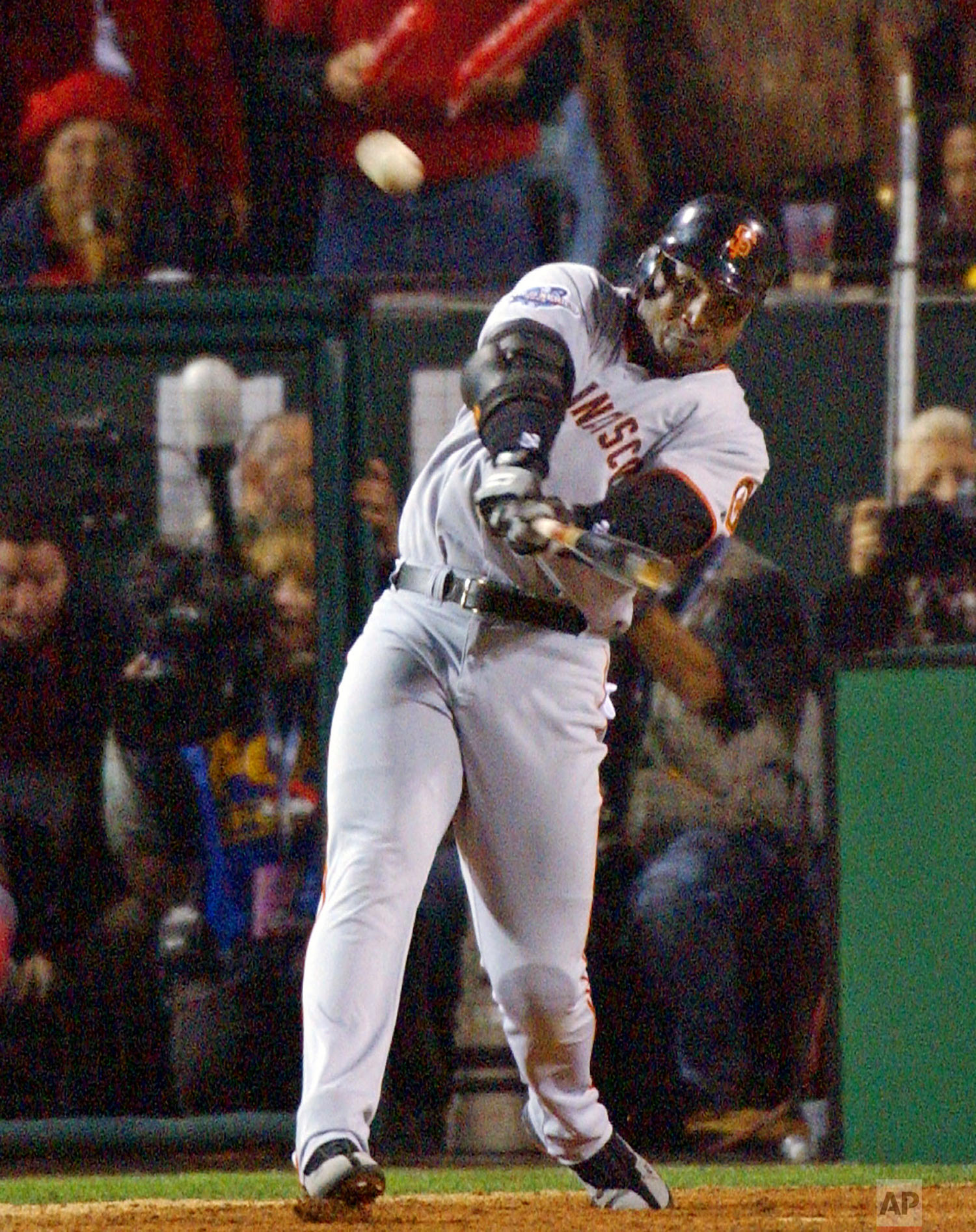 San Francisco Giants' Barry Bonds hits a solo home run in the ninth inning of Game 2 of the World Series against the Anaheim Angels in Anaheim, Calif., Sunday, Oct. 20, 2002. The Angels won the game 11-10 to tie the series at 1-1.  (AP Photo/Ben Margot)