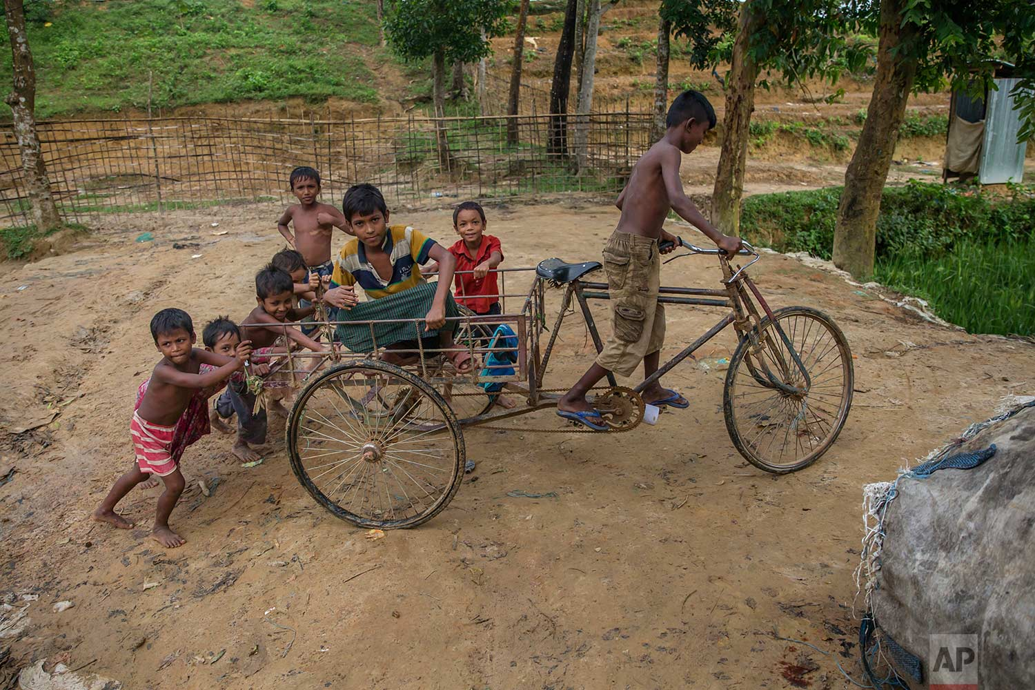 Rohingya Muslim children, who crossed over from Myanmar into Bangladesh, play with a cart in Kutupalong refugee camp, Bangladesh, Friday, Oct. 20, 2017. (AP Photo/Dar Yasin)