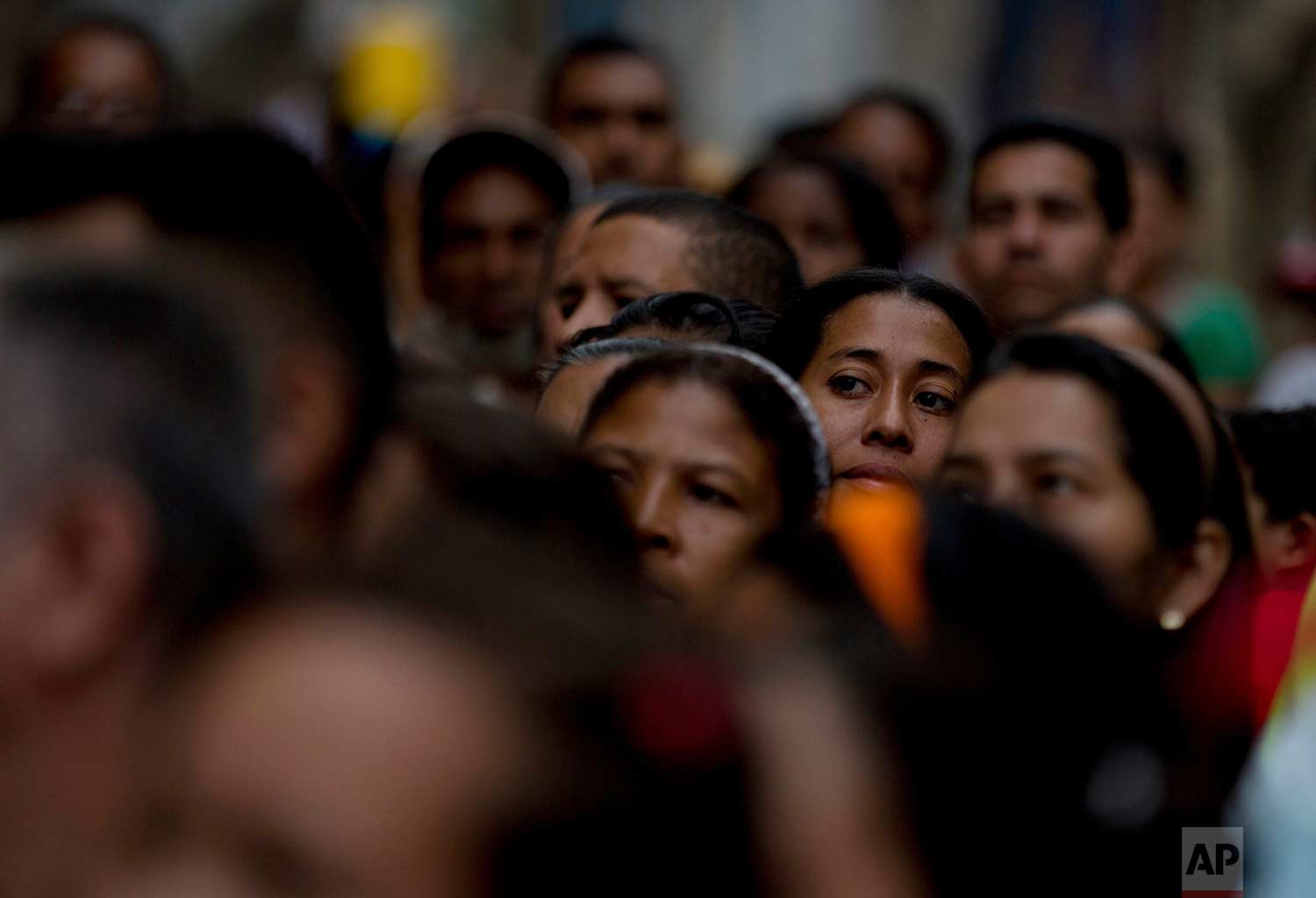 Voters wait in line to cast their ballots outside a polling station during regional elections in Caracas, Venezuela, Sunday, Oct. 15, 2017. (AP Photo/Fernando Llano)