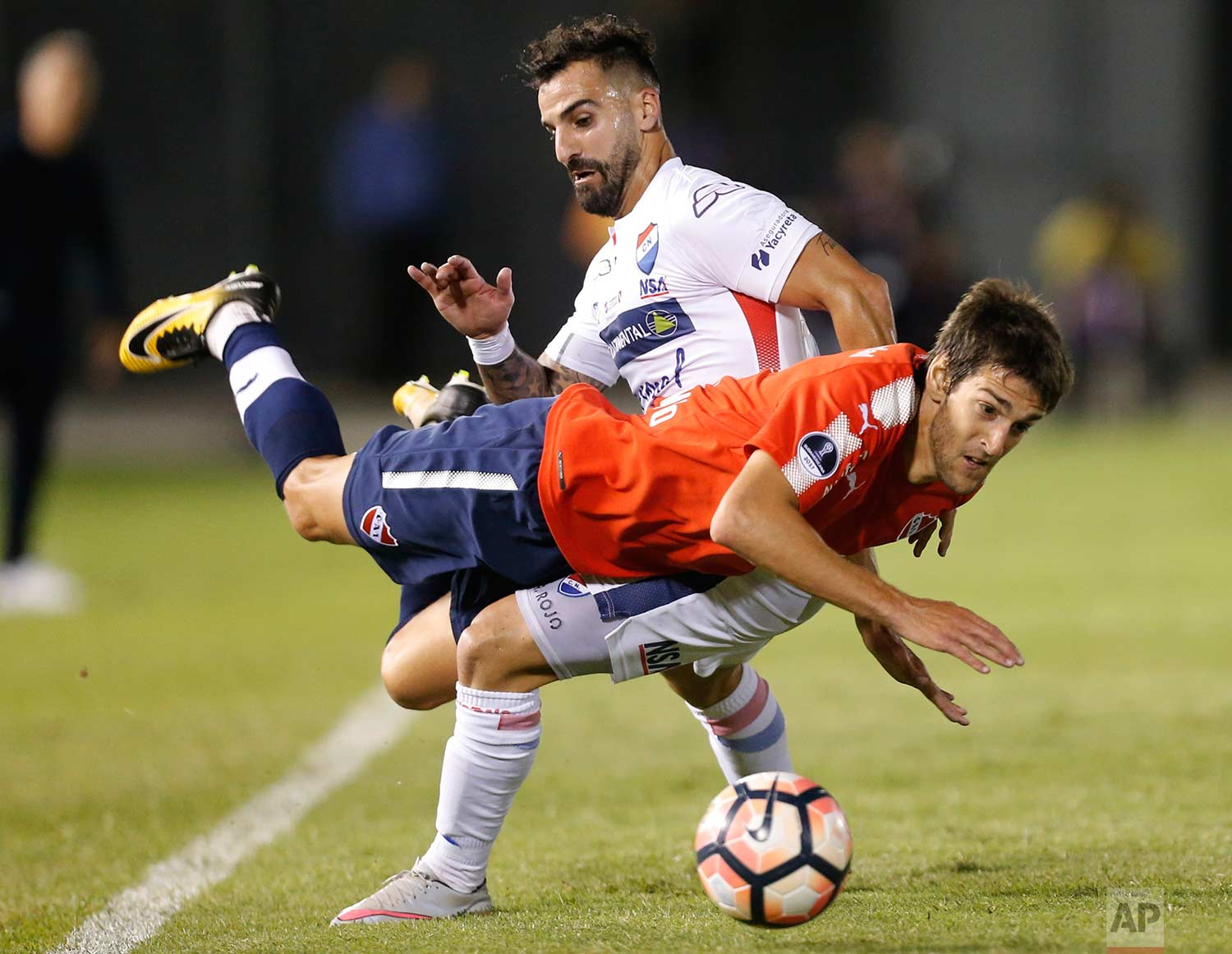 Lucas Albertengo, front, of Argentina's Independiente, fights for the ball with Rodrigo Rojo of Paraguay's Nacional during a Copa Sudamericana quarter final soccer game in Asuncion, Paraguay, Wednesday, Oct. 25, 2017. (AP Photo/Jorge Saenz)