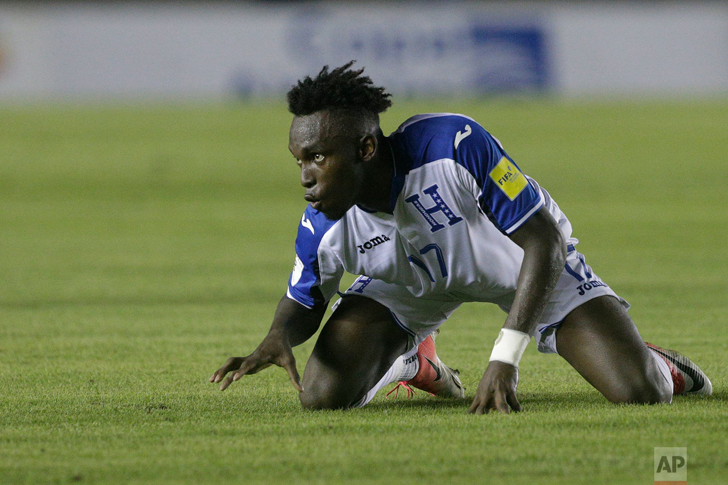 Honduras' Alberth Elis celebrates after scoring against Panama during a 2018 Russia World Cup qualifying soccer match at Rommel Fernandez Stadium in Panama City, Tuesday, June 13, 2017. The game ended in a 2-2 tie. (AP Photo/Arnulfo Franco)