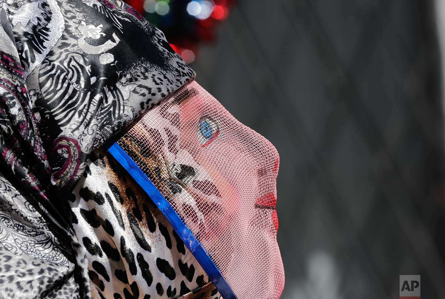 "A person dons a wire mesh mask representing the more affluent during the traditional New Year's festival known as ""La Diablada"", in Pillaro, Ecuador, Friday, Jan. 5, 2018. (AP Photo/Dolores Ochoa)"