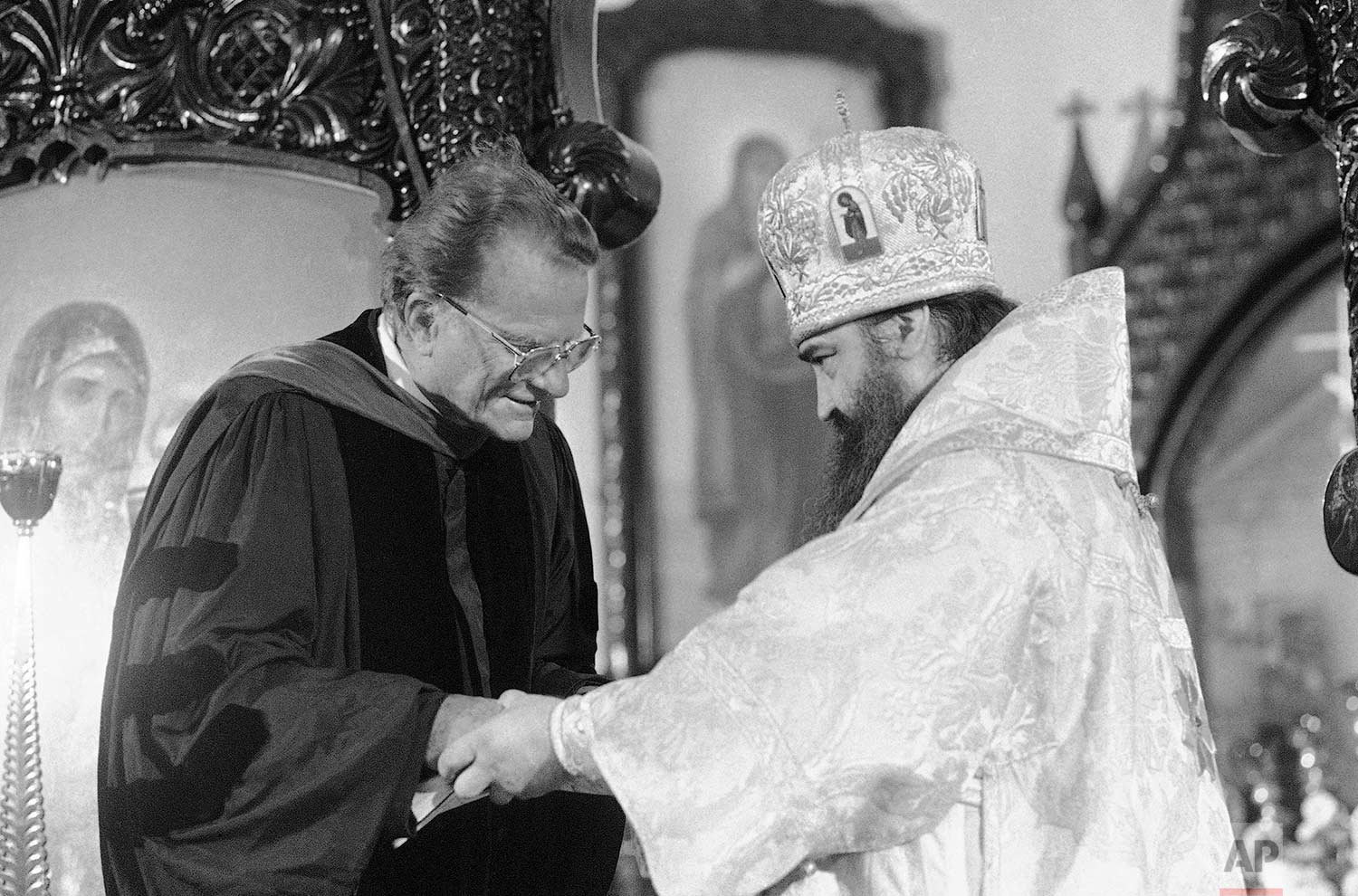 Metropolitan Filaret of Moscow, right, greets the Rev. Dr. Billy Graham just before the American evangelist addressed 300 Russian Orthodox members of the Church of the Resurrection in Moscow Sunday, Sept. 16, 1984. (AP Photo/Boris Yurchenko)