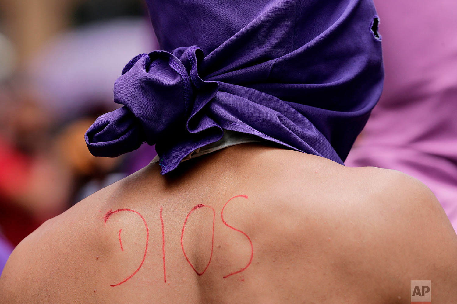 "The Spanish word for ""God"" is written in red ink on the back of penitent known as a ""cucurucho"" during the Jesus del Gran Poder, or Jesus of Great Power procession marking Good Friday, in Quito, Ecuador, March 30, 2018. Ecuadoreans pack the capital's downtown to watch the annual Good Friday procession that represents Jesus Christ's path to Calvary where he was crucified according to Christian doctrine. (AP Photo/Dolores Ochoa)"
