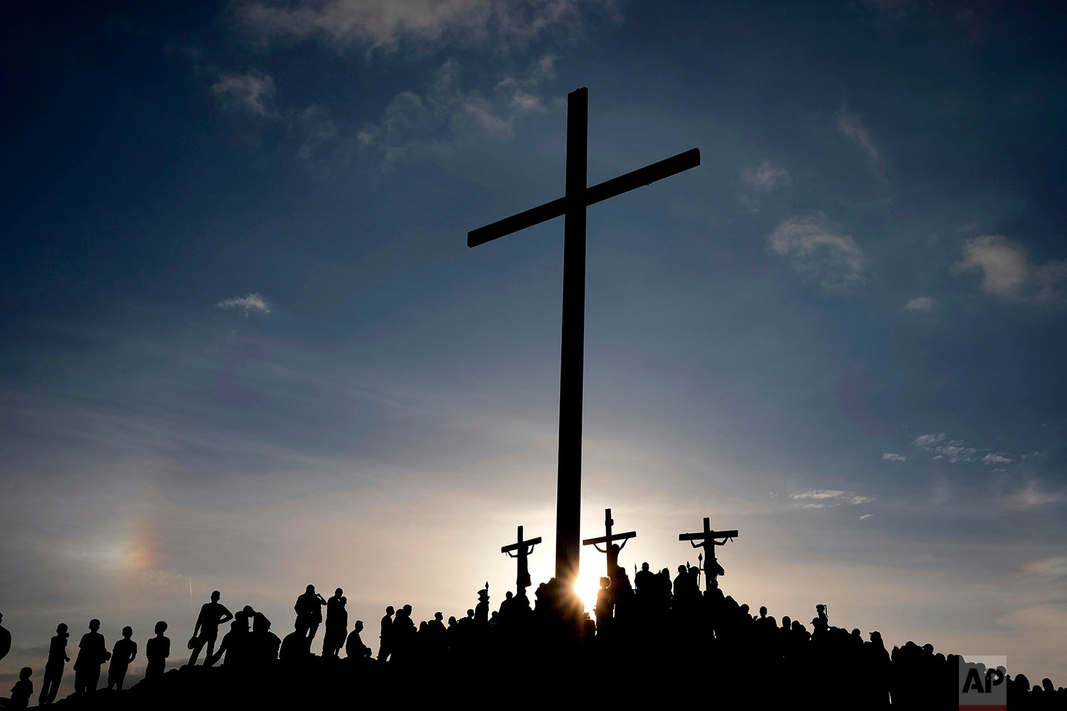 Flanked by La Cruz de El Morro, penitents reenact the crucifixion of Jesus Christ, marking Good Friday in the Petare shantytown of Caracas, Venezuela, March 30, 2018. Holy Week commemorates the last week of the earthly life of Jesus Christ culminating in his crucifixion on Good Friday and his resurrection on Easter Sunday. (AP Photo/Fernando Llano)