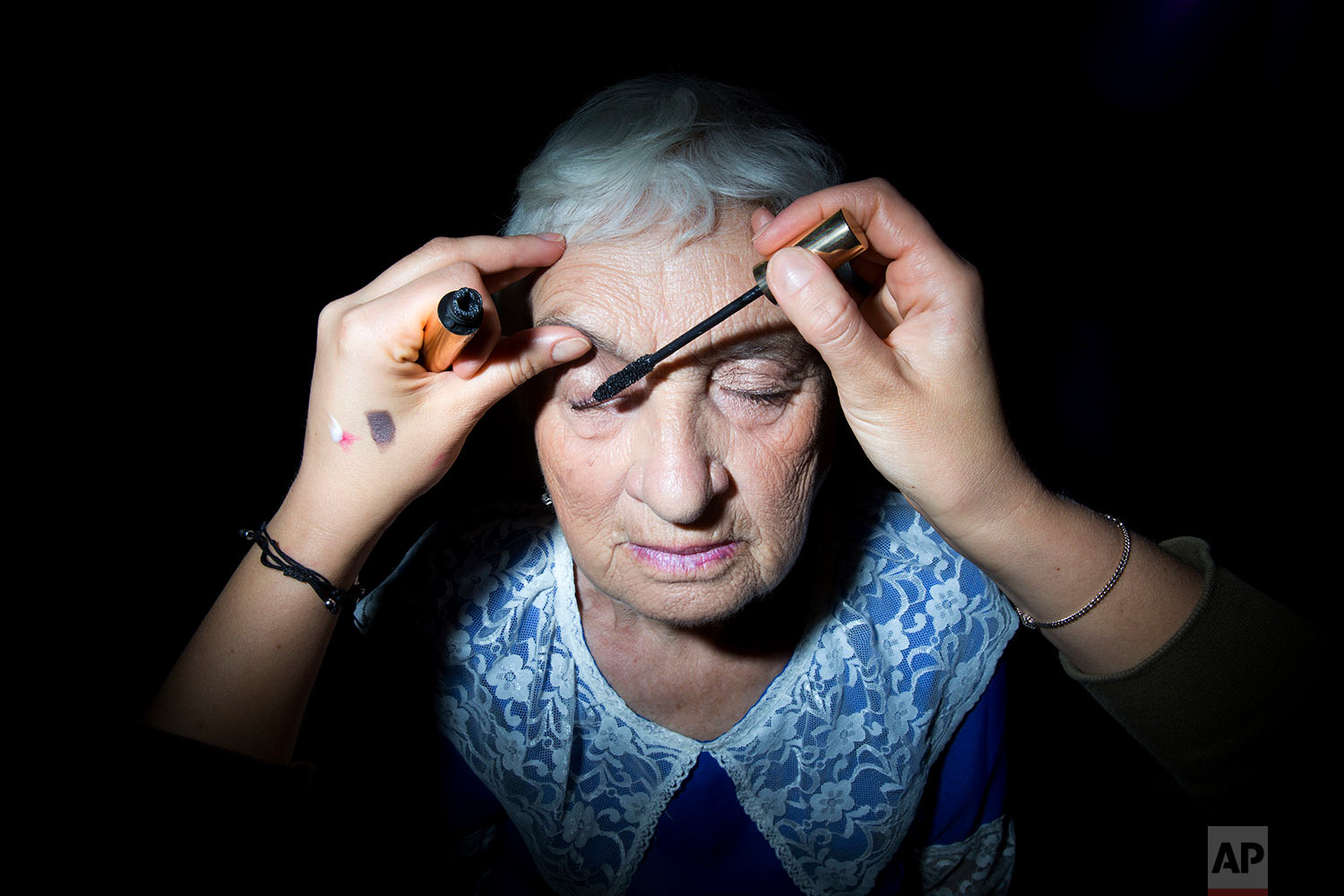 Holocaust survivor Elizabeth Rudich, 86, gets her makeup ready during a Beauty Heroines event in Ramat Gan, Israel, Monday, April 9, 2018.  (AP Photo/Oded Balilty)