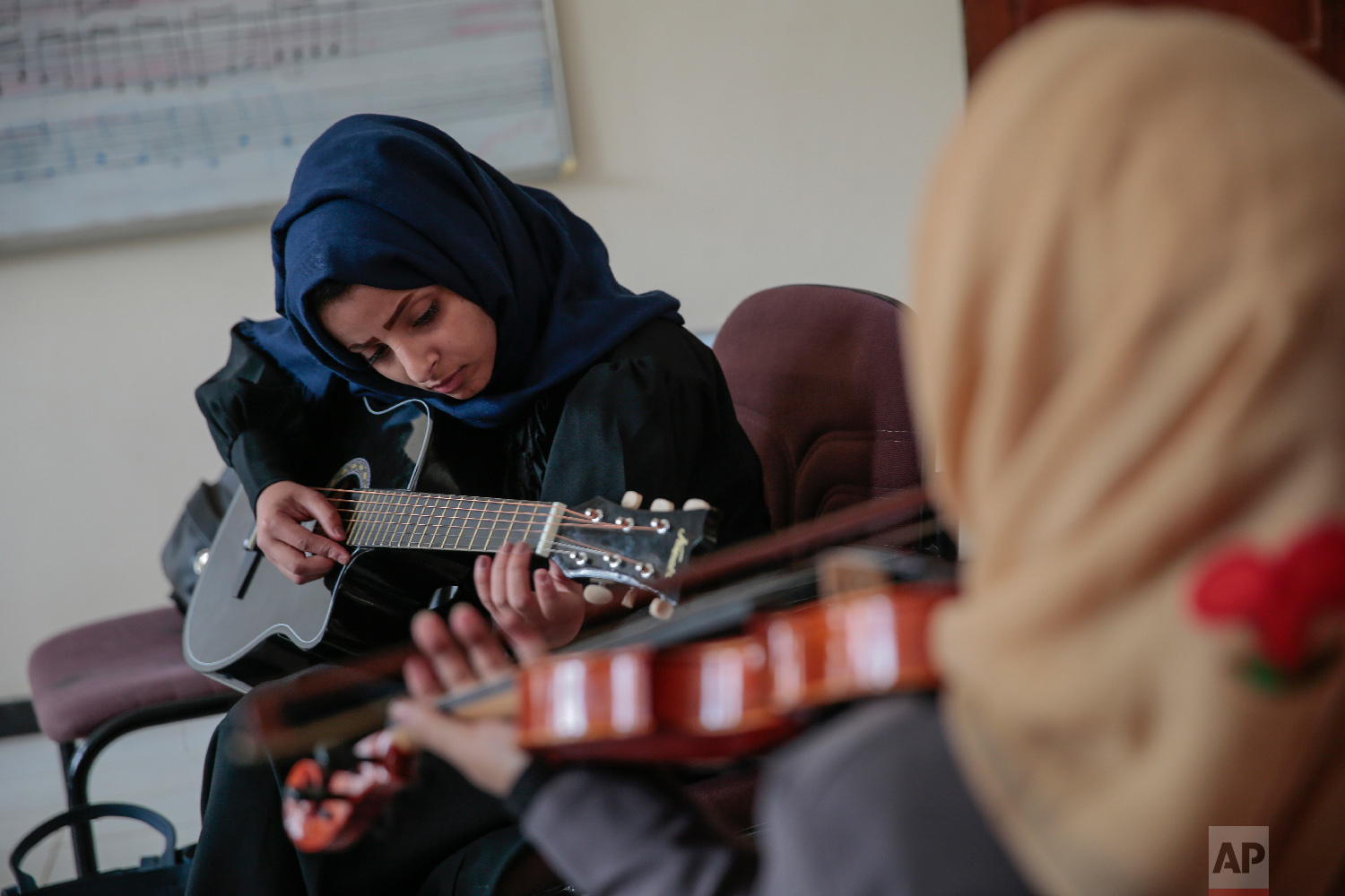 A female Yemeni music student practices playing the guitar during a music class at the Cultural Centre in Sanaa, Yemen on Sunday, April 8, 2018.(AP Photo/Hani Mohammed)