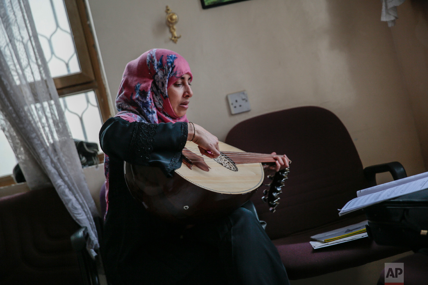 A female Yemeni music student practices playing Oud during a music class at the Cultural Centre in Sanaa, Yemen on Sunday, April 8, 2018.(AP Photo/Hani Mohammed)
