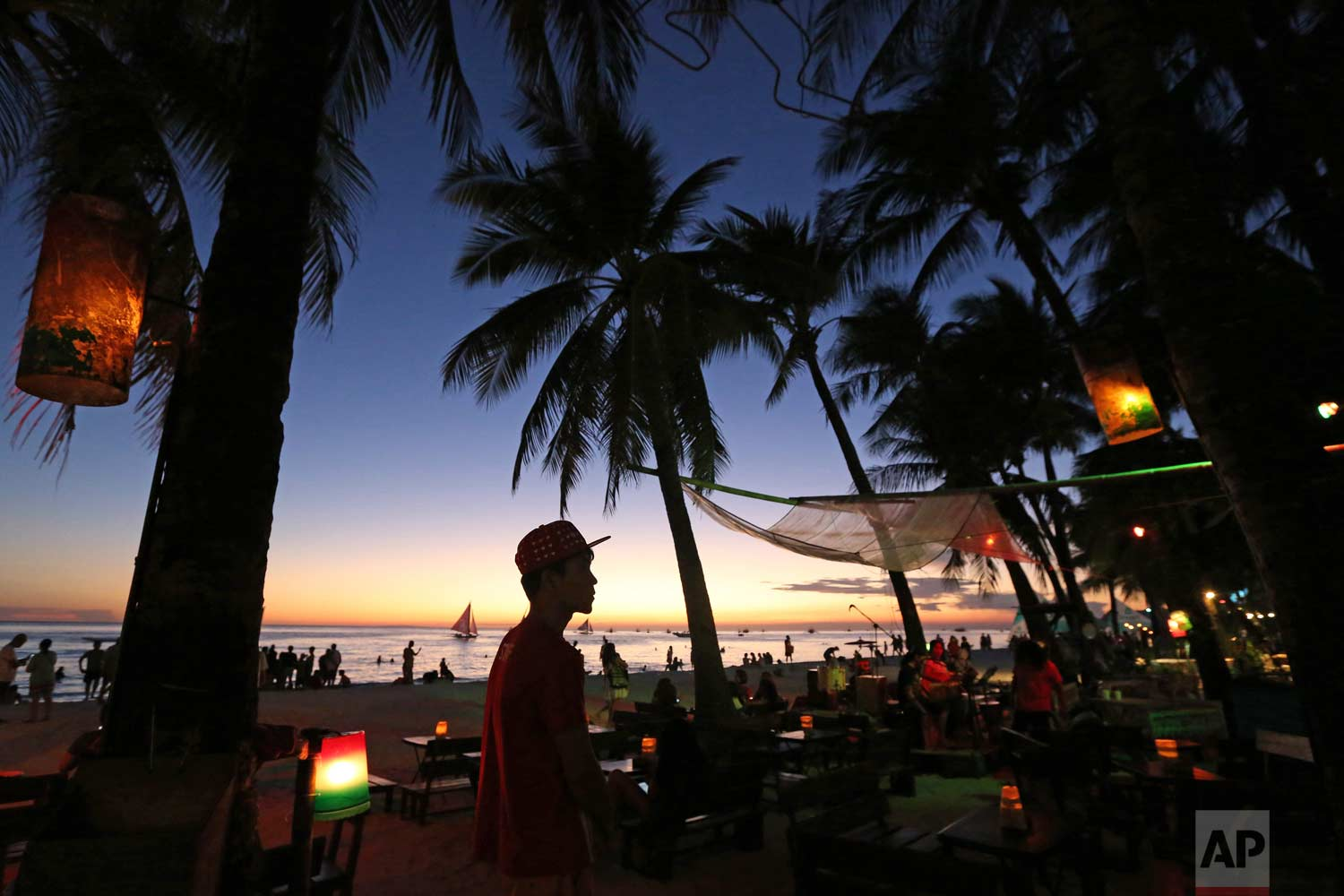 Philippines to shut polluted isle of Boracay Duterte called