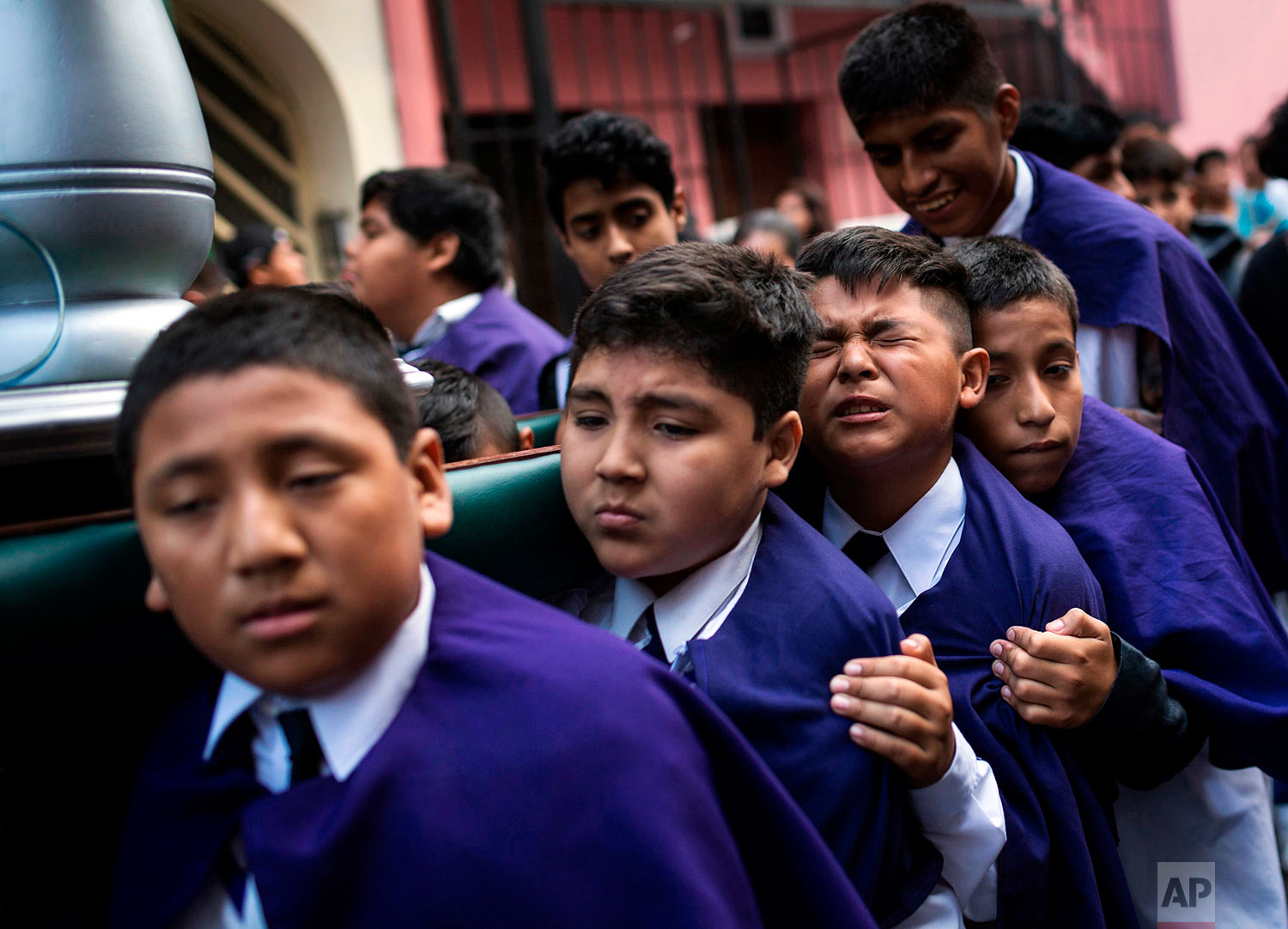 Children carry an image of Jesus Christ while taking part in a Holy Week procession in Lima, Peru, April 1, 2018. Processions take place throughout Peru during the Easter Holy Week. (AP Photo/Rodrigo Abd)